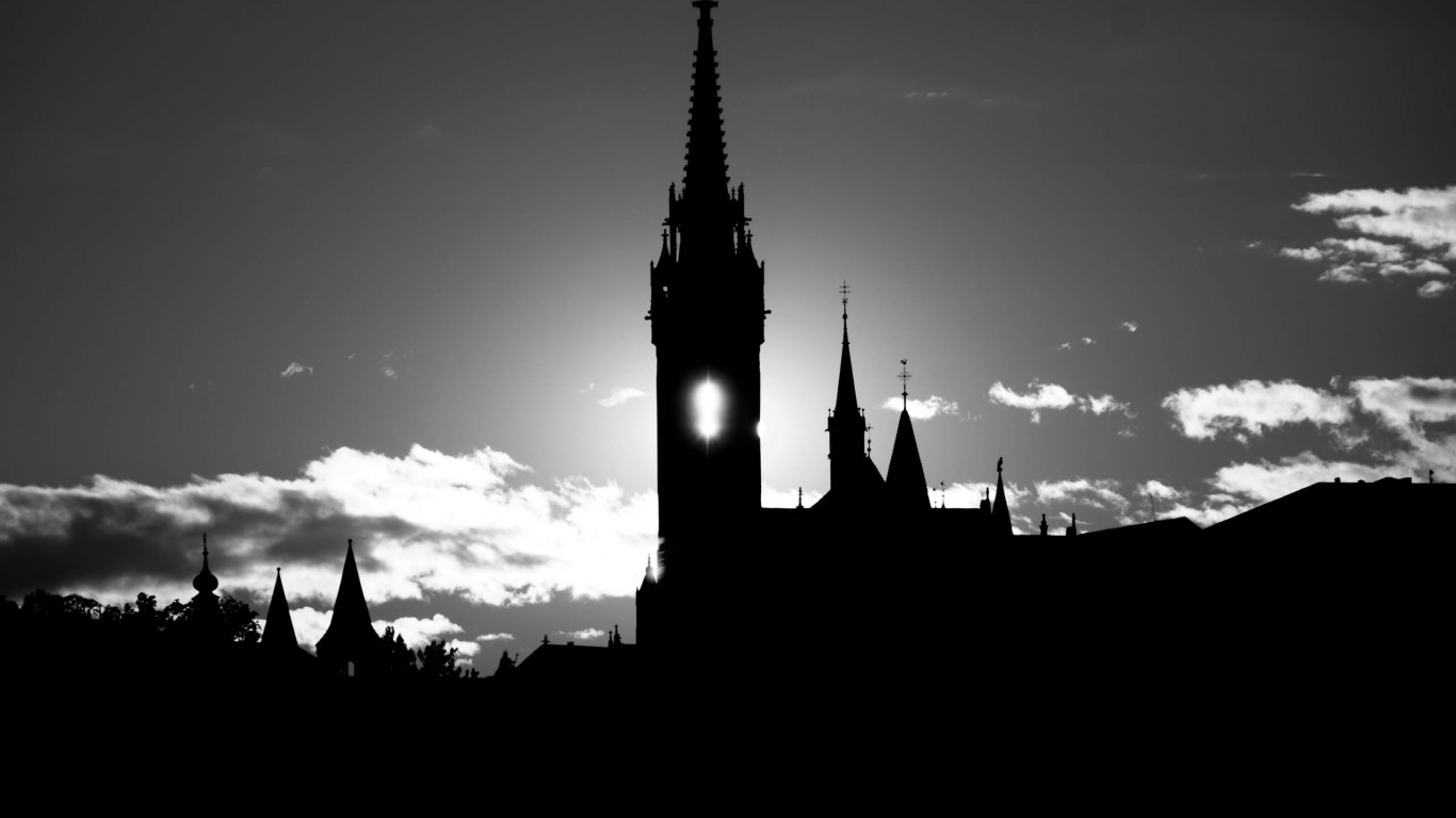 Matthias Church Silhouette BW