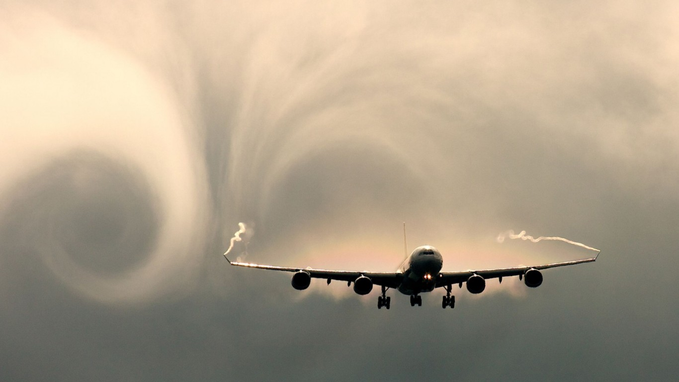 Physics  Airliners  Vortex  Contrails
