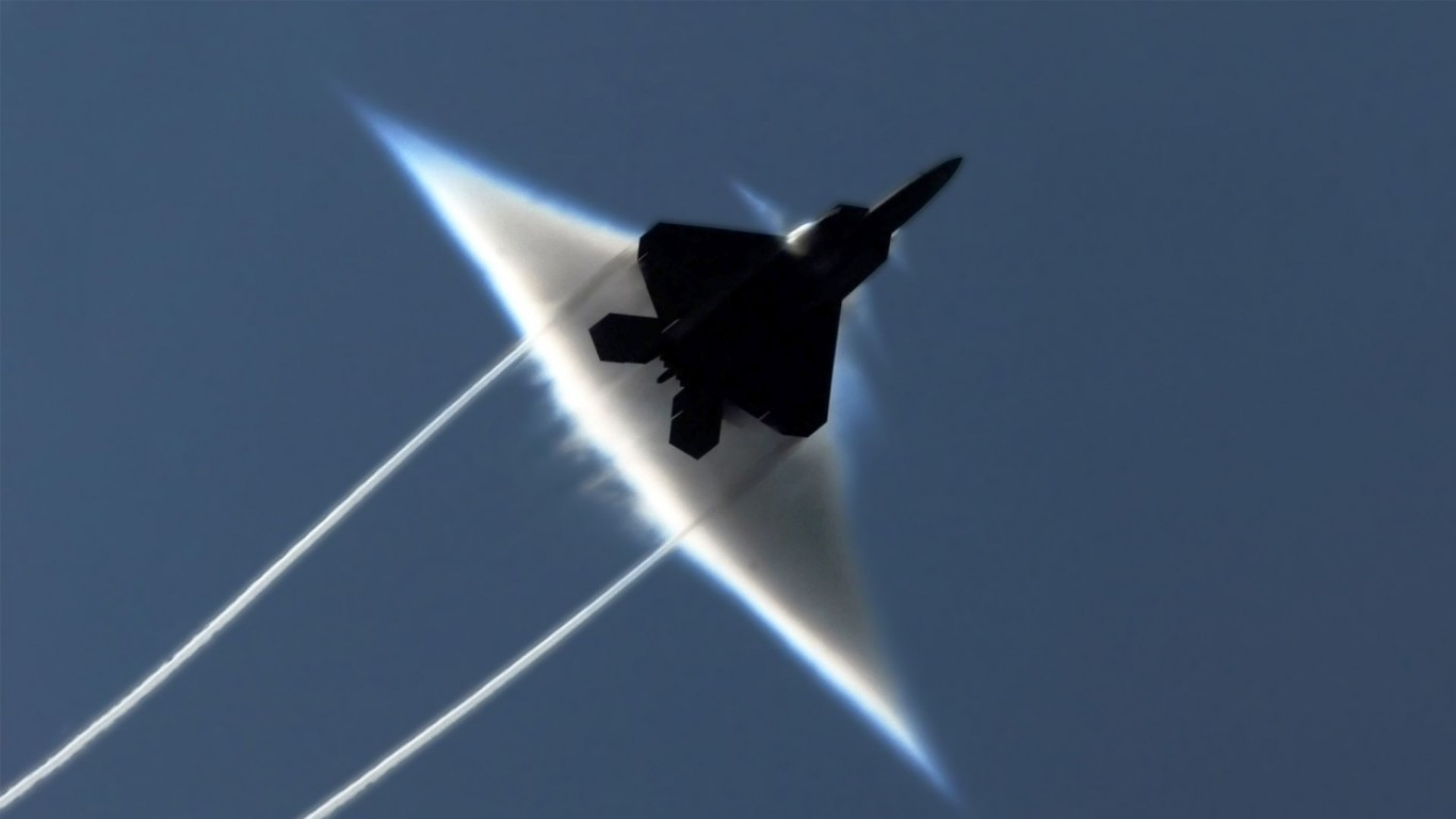 Military  F-22 Raptor  Contrails